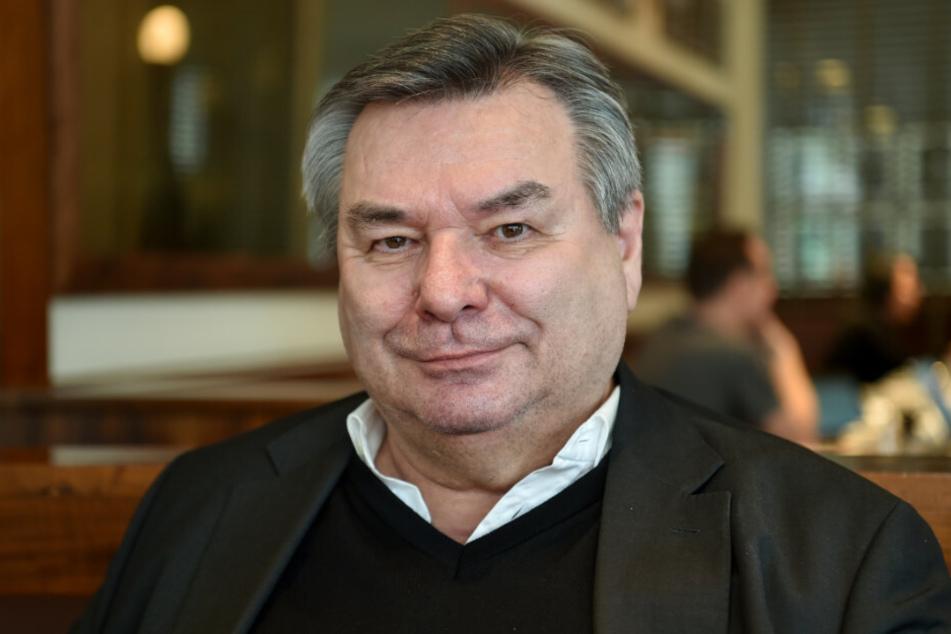 """Sportjournalist Waldemar Hartmann (72) leistete sich 2013 einen Aussetzer bei """"Wer wird Millionär?"""" der in die Fernsehgeschichte einging."""