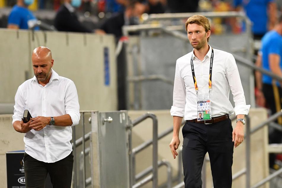 Bayer Leverkusen hat die Ansprüche von Trainer Peter Bosz (56, l) und Sportdirektor Simon Rolfes (38) zum Bundesliga-Start noch nicht erfüllen können.