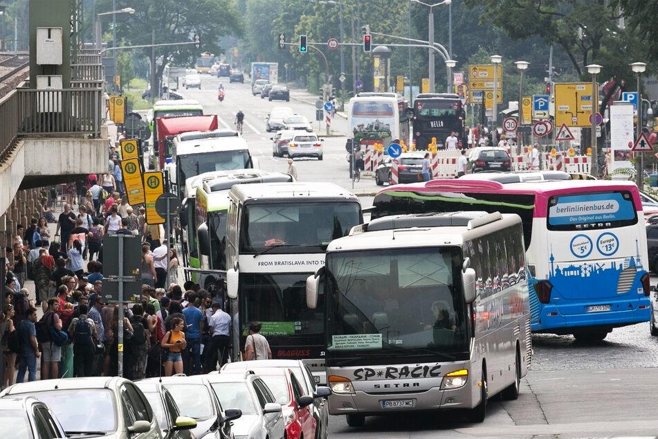 400 An- und Abfahrten pro Tag überfordern die Bayrische Straße, es gab schon mehrere Unfälle.