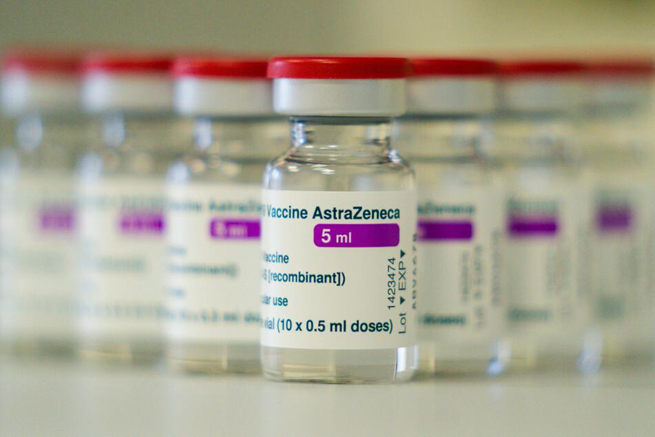 Merkel forderte, dass Corona-Impfstoff unbedingt in ausreichenden Mengen in Europa hergestellt werden müsse.