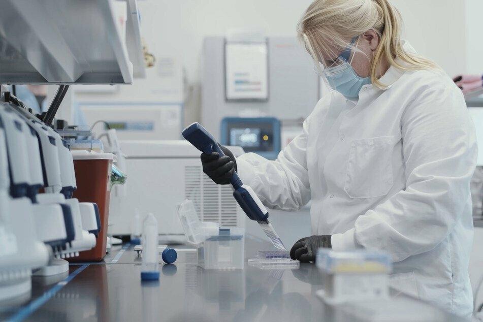 Der US-Pharmakonzern Moderna will als erstes Unternehmen die Zulassung für einen Corona-Impfstoff in der EU beantragen.