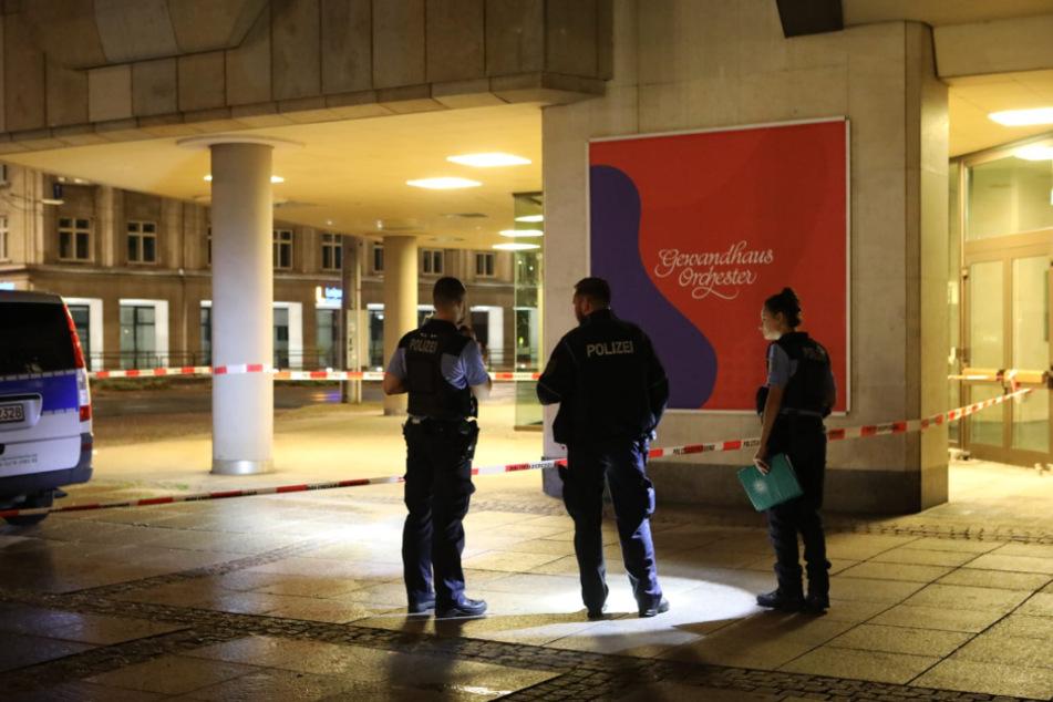 Die Polizei hat den Tatort abgesperrt.