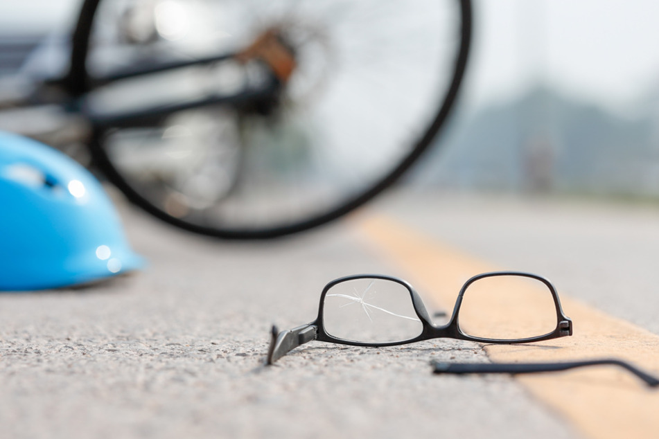 75-Jährige mit 2,3 Promille erfasst Radfahrer und fährt unbeirrt weiter