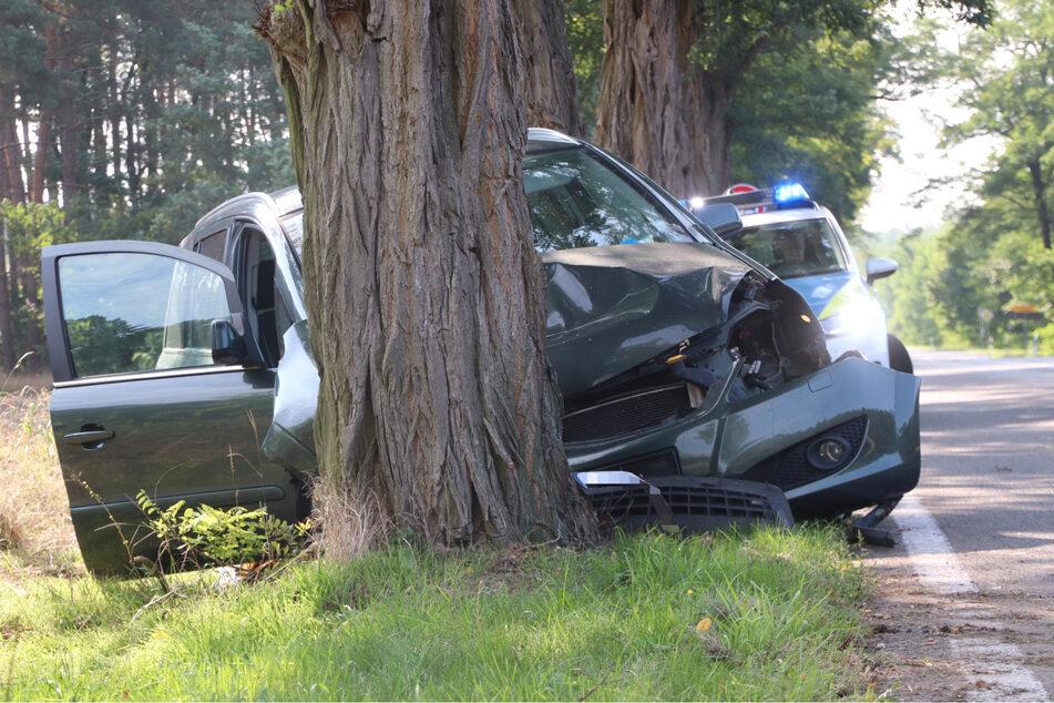 Die Front des Opels ist nach dem Unfall hinüber: Schaden wohl circa 5000 Euro!