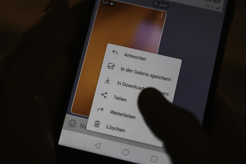 Die Handys dreier Freiburger Polizisten wurden beschlagnahmt. (Symbolbild)
