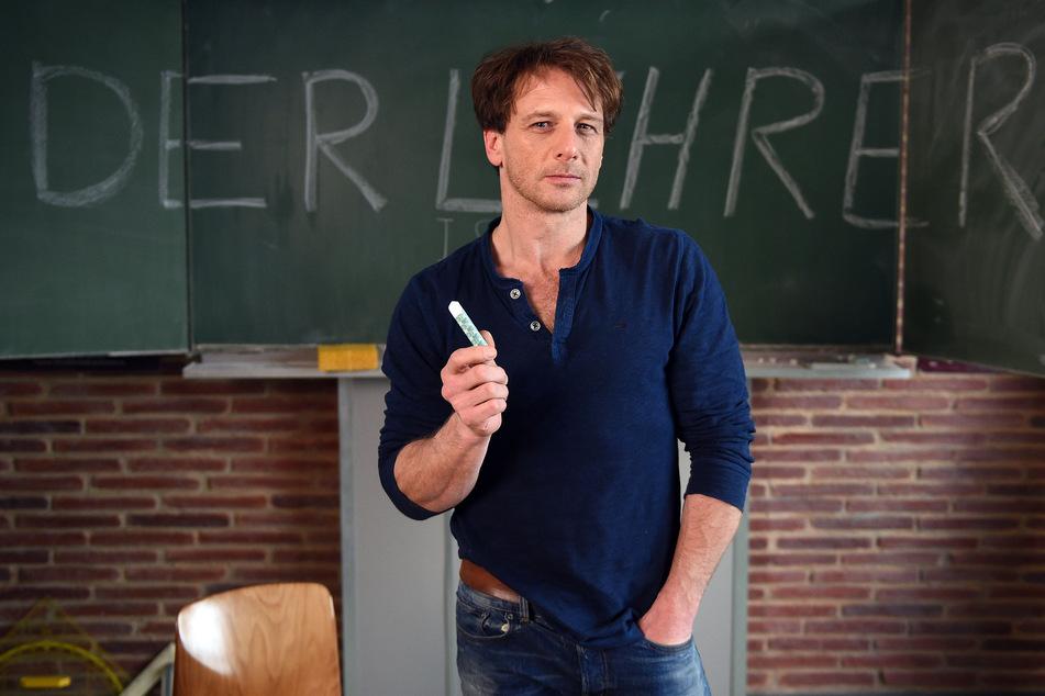 """Schauspieler Hendrik Duryn (53) hatte über viele Jahre den Kölner Pädagogen Stefan Vollmer in der RTL-Serie """"Der Lehrer"""" verkörpert. Nun wird die Serie abgesetzt."""