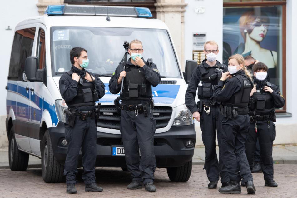 Polizei muss erneut unangemeldete Versammlung in Pirna auflösen