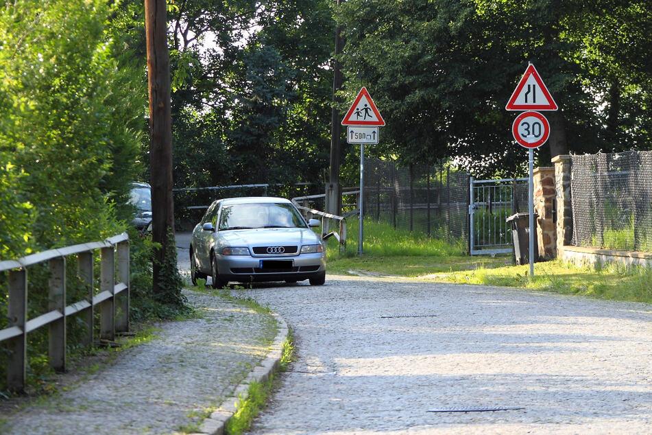 Die Staffelsteinstraße könnte so ausgebaut werden, dass DVB-Linienbusse den Fernsehturm ansteuern könnten.