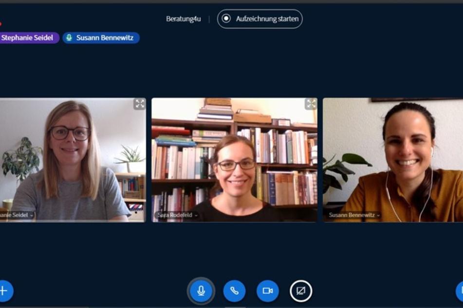 Stephanie Seidel, Sarah Rodefeld und Susann Bennewitz unterstützen mit Live-Beratung Studierende der TU Chemnitz.