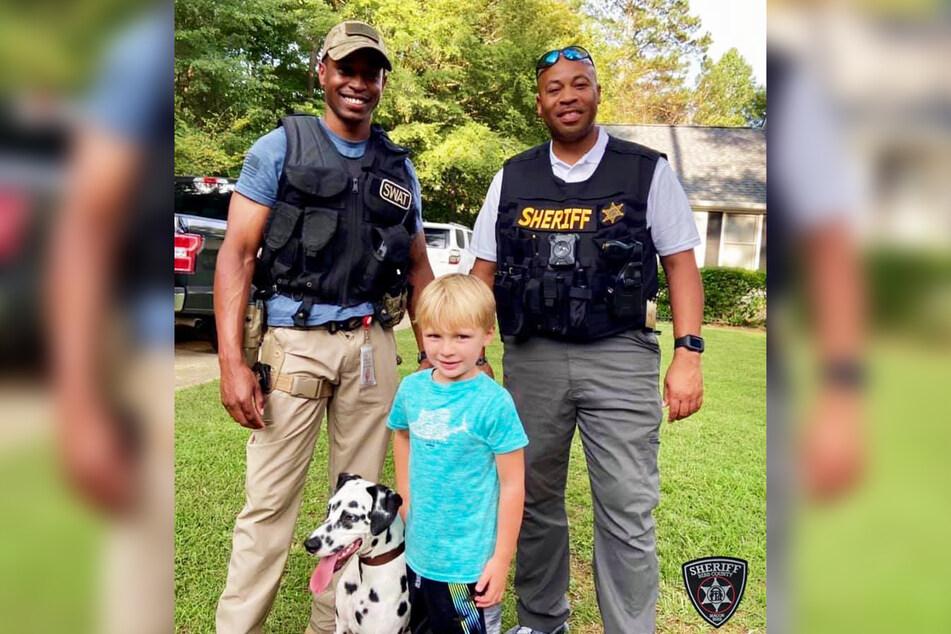 Polizisten konnten den gestohlenen Hund nach wenigen Tagen auffinden.