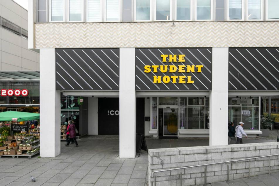 Gründer Charlie MacGregor schließt das Student Hotel auf der Prager Straße ab Oktober.