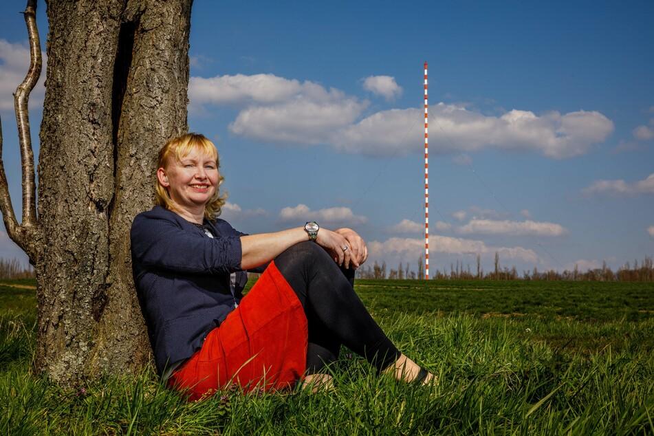 Sabine Neumann (40), Chefin des Fördervereins Funkturm Wilsdruff, will dem Riesen nach seinem Fall ein würdiges Andenken schaffen.
