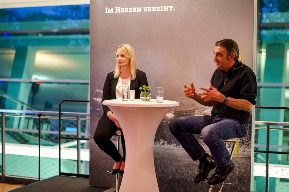 TAG24-Redakteurin Tina Hofmann im April 2016 im Talk mit Ralf Minge nach dem erfolgreichen Wiederaufstieg in die zweite Bundesliga.