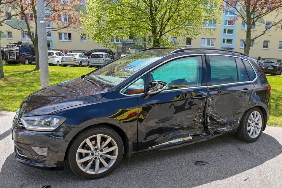 Dem VW Touran war der Fabia augenscheinlich mit voller Wucht in die linke Seite gekracht.