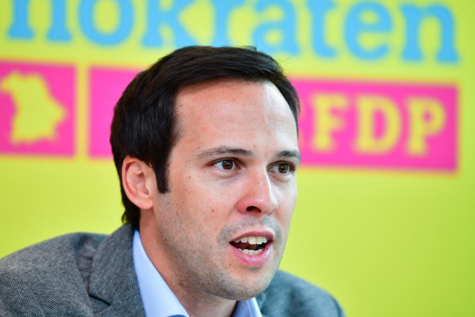 Martin Hagen, bayerischer FDP- Fraktionsvorsitzender, kritisiert die 800-Quadratmeter-Regel.