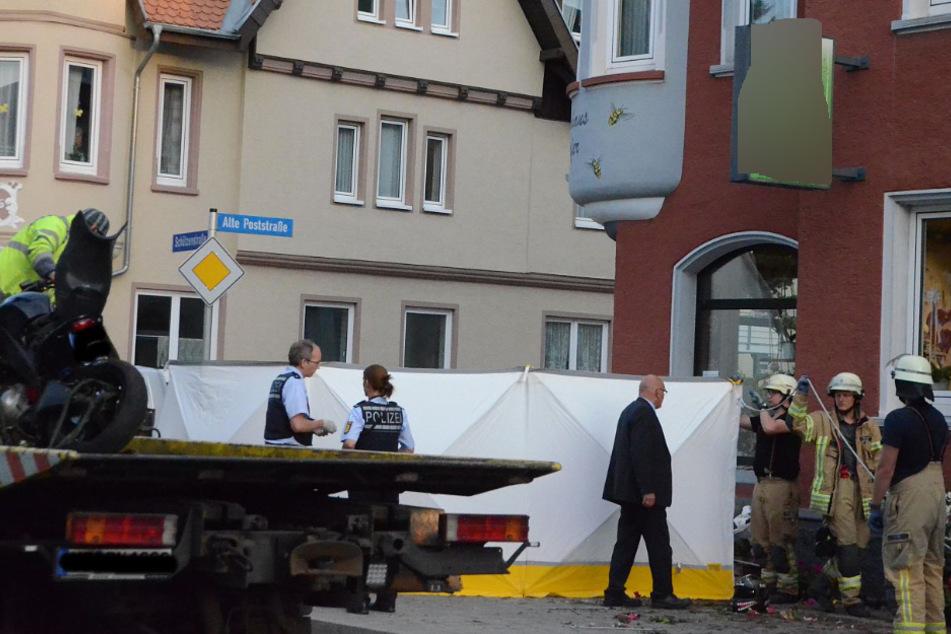 Horror-Unfall! Biker (†29) kracht gegen Hauswand eines Blumenladens und stirbt