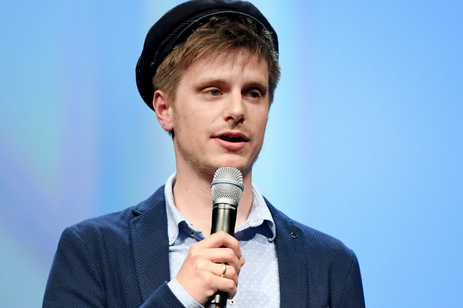 Stand-up-Künstler, Moderator und ehemaliger Poetry-Slammer Moritz Neumeier (33) fragt sich, wie politisch Comedy sein muss. (Archivbild)