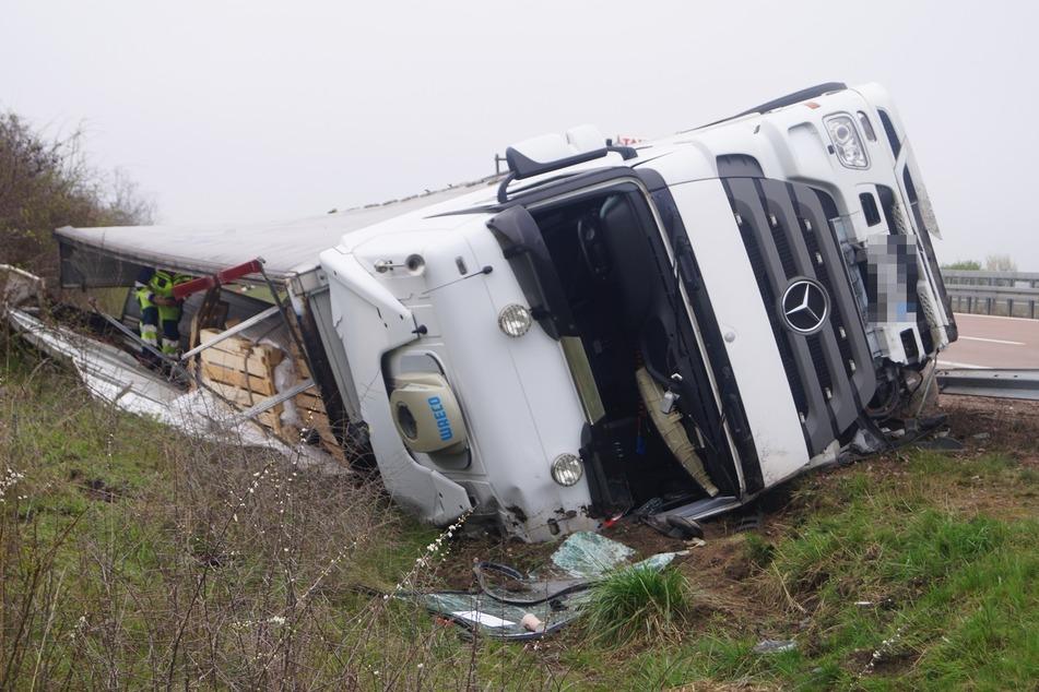 Wie ein Wunder blieb der Fahrer des Lkws unverletzt.