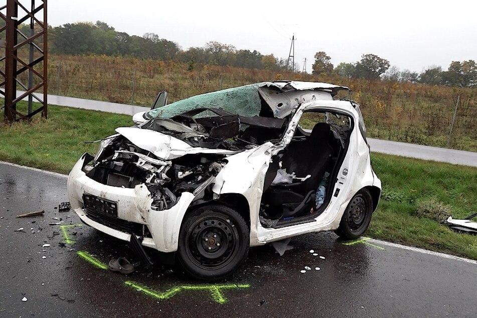 Die Fahrerin verstarb noch an der Unfallstelle.