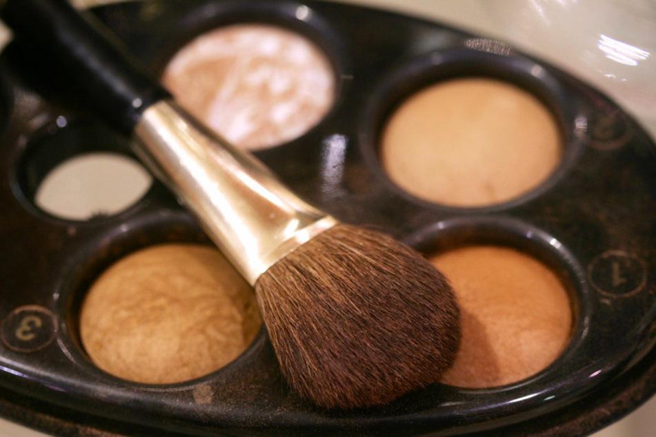 Viele Leute sparen gerade beim Make-up. (Symbolbild)