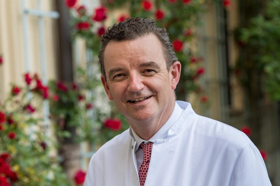 Corona-Experte Clemens Wendtner hat die Zurückhaltung der Ständigen Impfkommission im Fall der Impfung von Jugendlichen kritisiert.