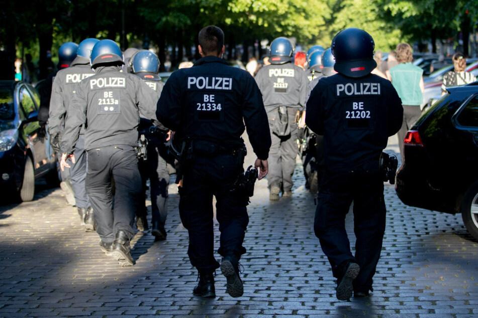 Nun ist auch in den Reihen der Berliner Polizei ein Chat mit rassistischen Inhalten aufgetaucht. (Symbolbild)