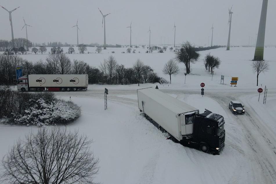 Extrem-Wetter in Sachsen-Anhalt! Schnee sorgt für Chaos auf Straßen und Autobahnen