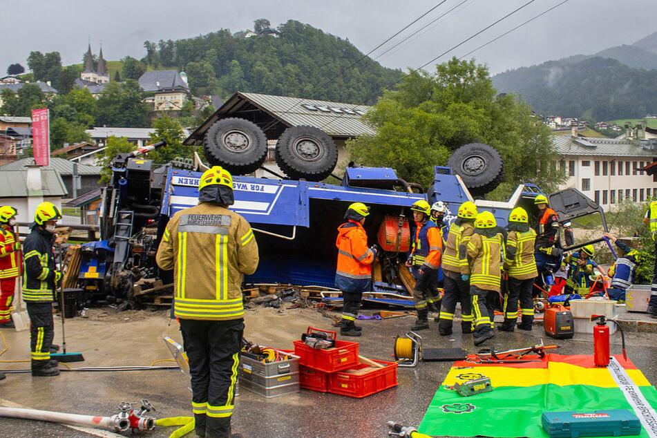 Zwei Personen befanden sich in einem THW-Fahrzeug, das mit einem Auto kollidierte.
