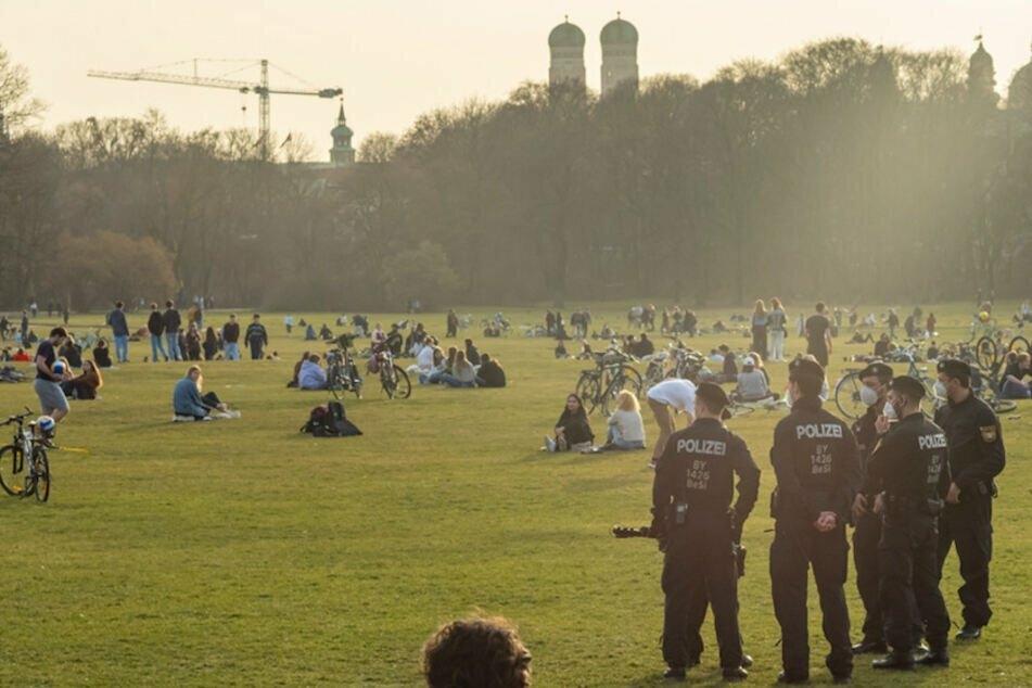 Nach den jüngsten Vorfällen im Englischen Garten, erhöht München die Polizeipräsenz. (Archiv)