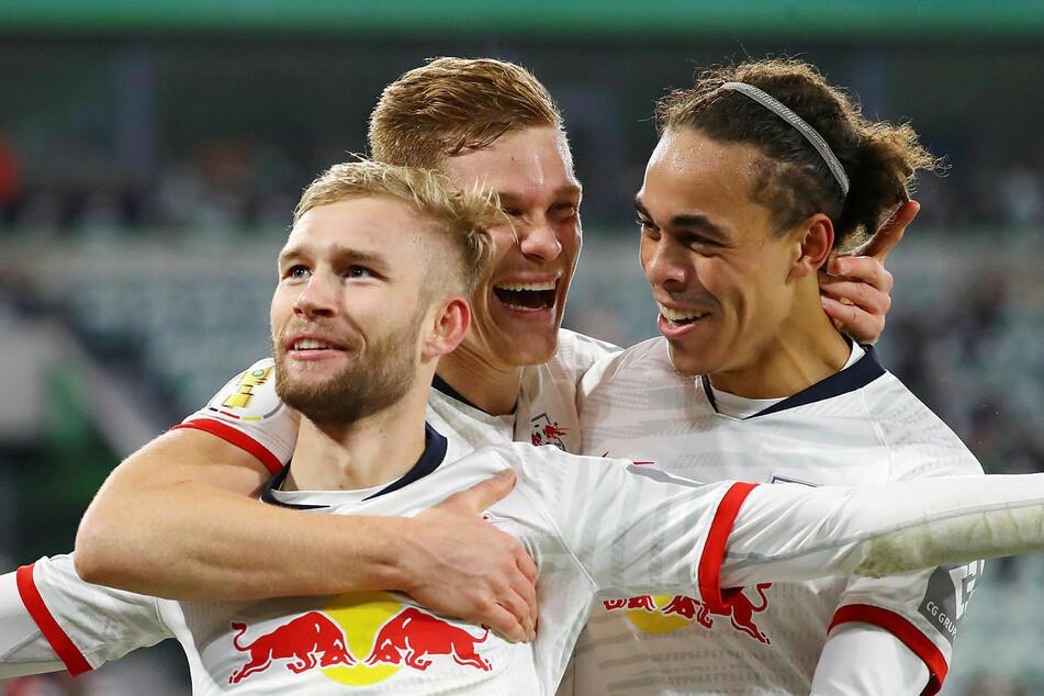 Nach abgesessener Gelbsperre kehrt Konrad Laimer (l.), einer der Torschützen beim 6:1-Sieg in Wolfsburg, zurück.