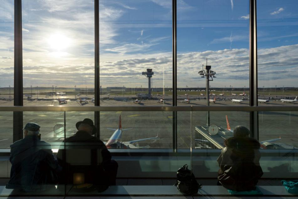 Flughafengesellschaft leidet unter Corona-Krise und will Hunderte Stellen streichen