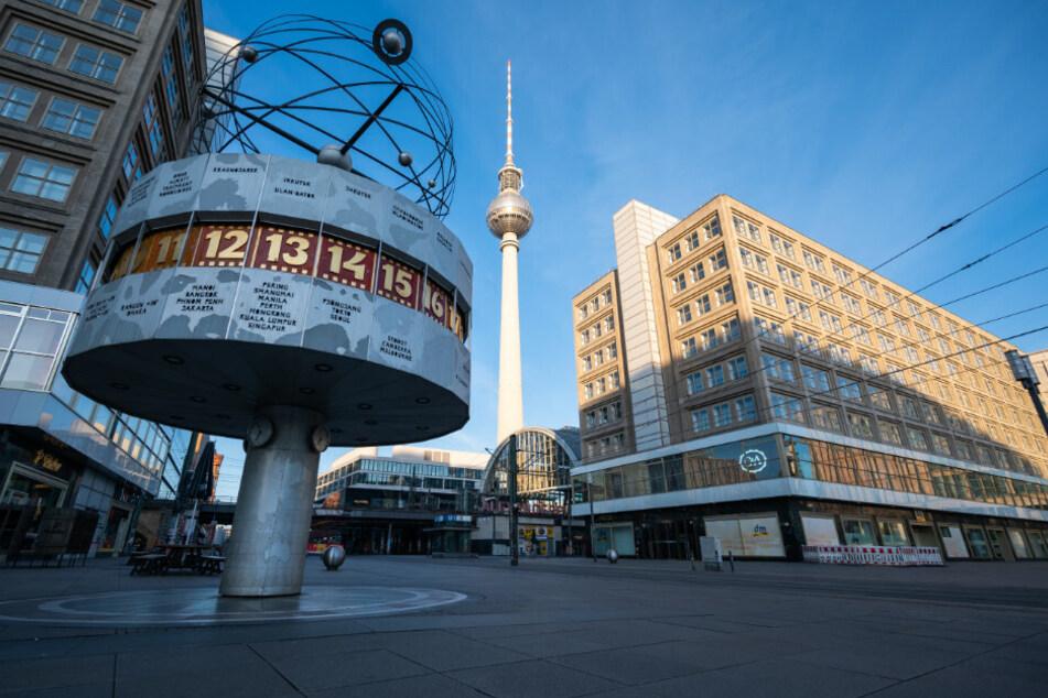 Der Alexanderplatz ist am Ostersonntag menschenleer.