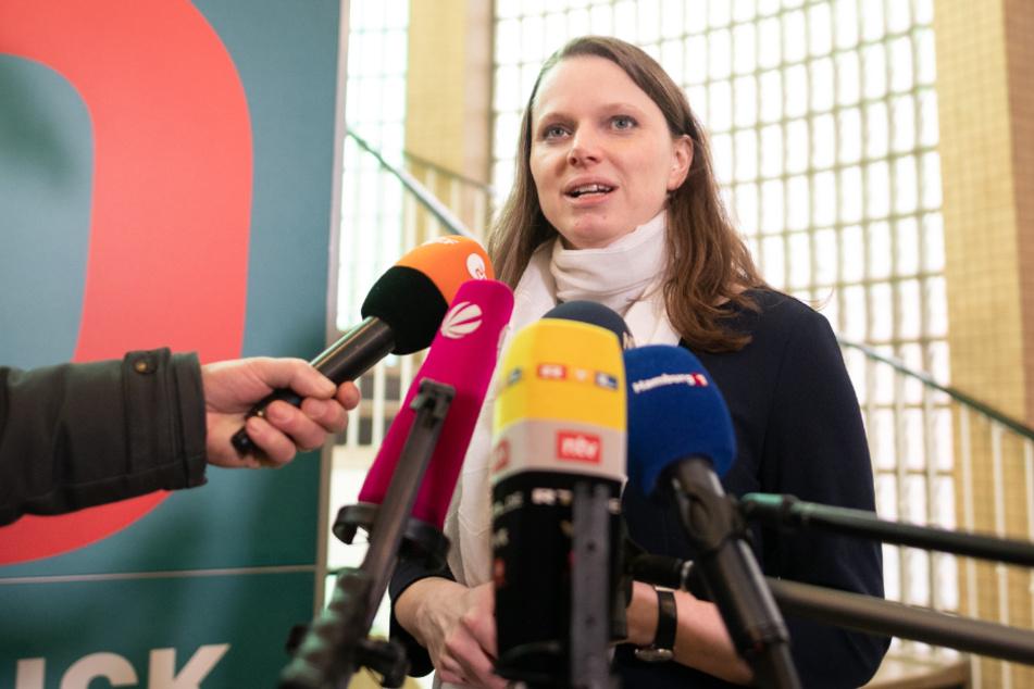 Sozialsenatorin Melanie Leonhard (43, SPD) appelliert an Eltern, Kinder mit Fieber zu Hause zu lassen.