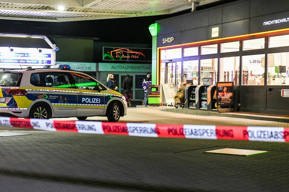 Berlin: Verkäuferin mit Messer bedroht: Unbekannter raubt Potsdamer Tankstelle aus