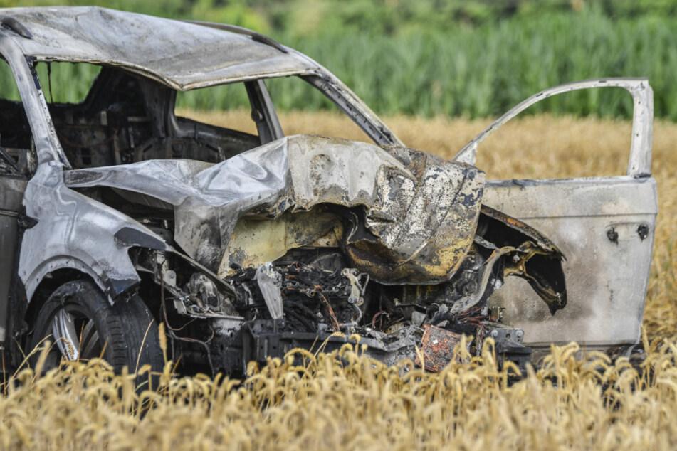 Der 77 Jahre alte Autofahrer und seine Ehefrau hatten sich selbst aus dem brennenden Fahrzeug in Sicherheit bringen.
