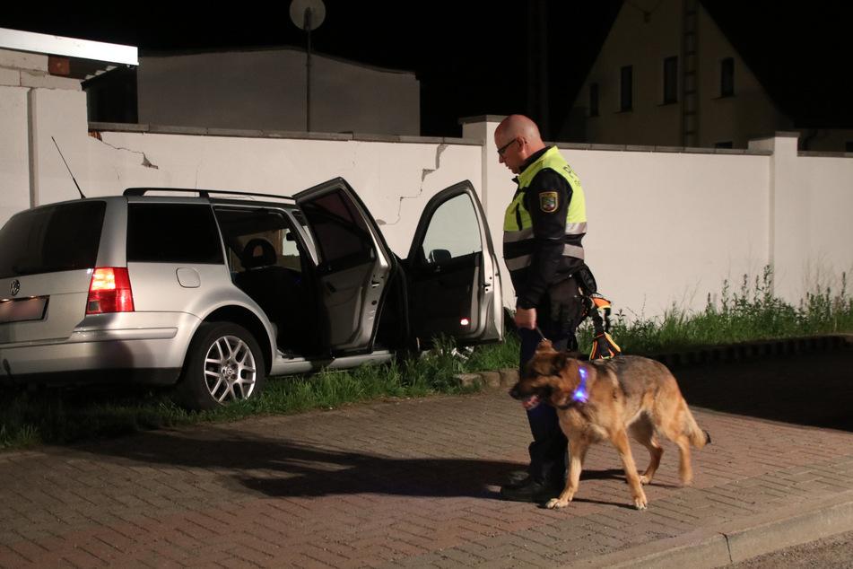Auch ein Fährtenhund suchte in der Nacht nach dem flüchtigen Fahrer.