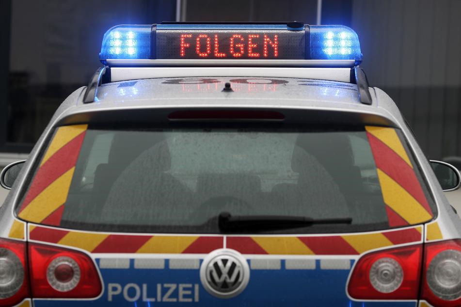 Chemnitz: Audi-Fahrer haut vor Polizei-Kontrolle ab und versteckt sich in Gebüsch