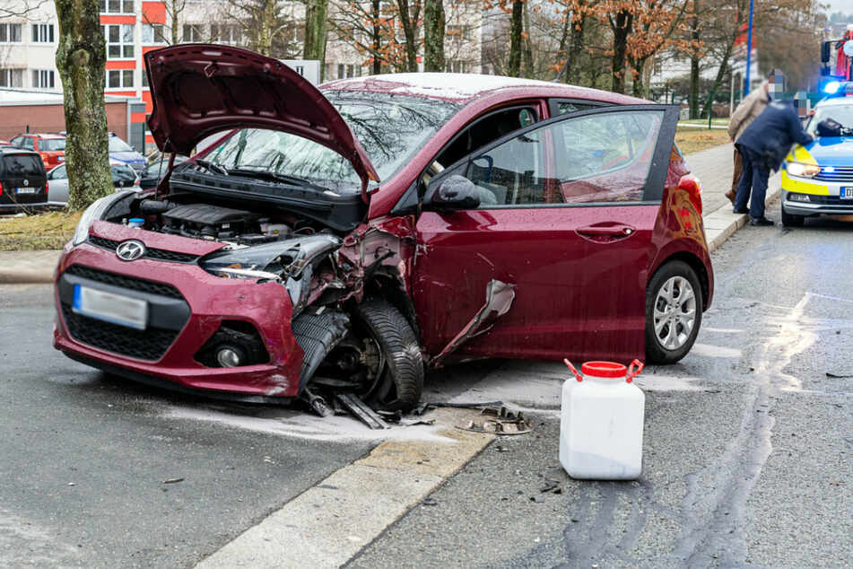 Tödlicher Unfall im Vogtland: Autofahrer kracht in Gegenverkehr