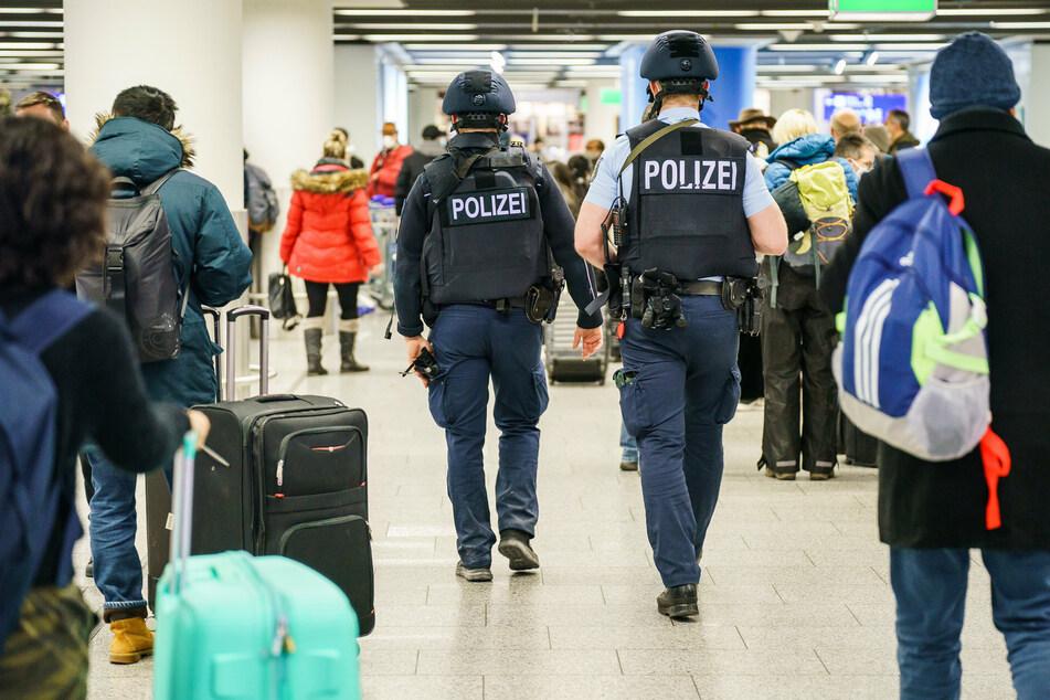 Die Polizei sperrte das Terminal 1 des Frankfurter Flughafens am Samstag weiträumig ab.