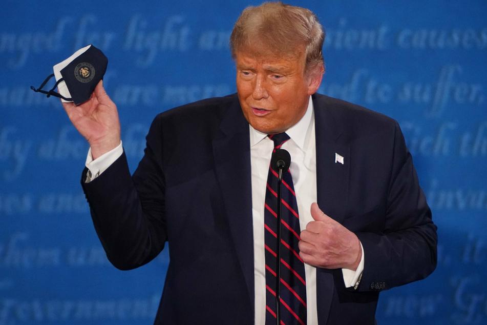 """Great"" and ""safe"": Donald Trump endorses coronavirus vaccine"