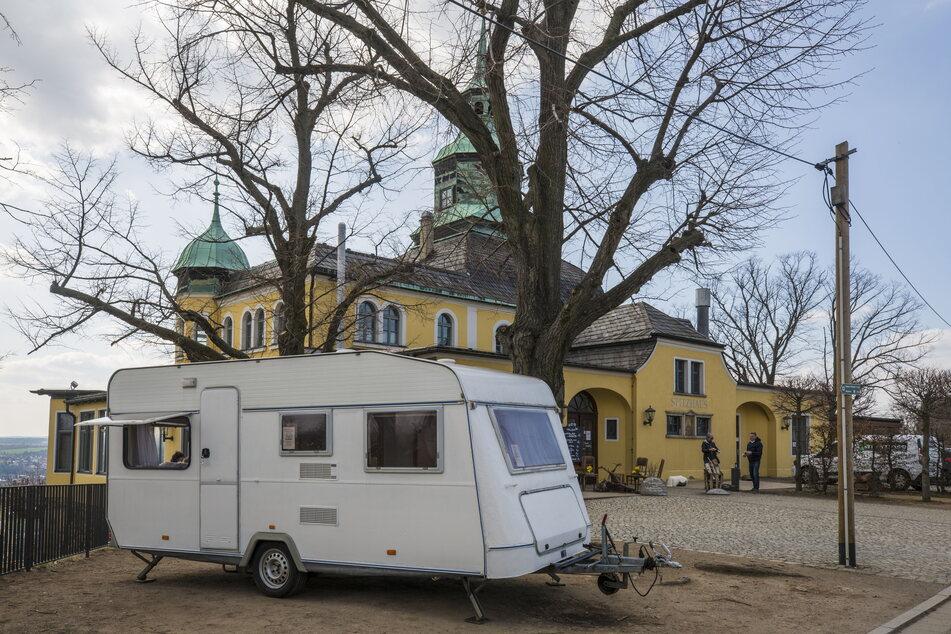 In diesem Wohnwagen am Radebeuler Spitzhaus kann mit Aussicht diniert werden.