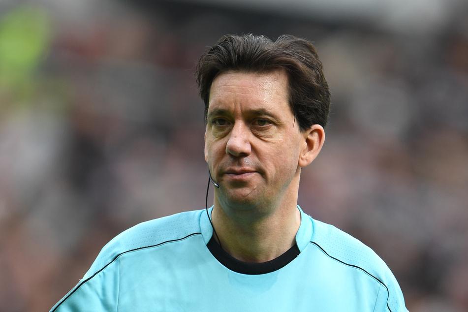 Manuel Gräfe (47) darf in der nächsten Saison keine Spiele mehr pfeifen.