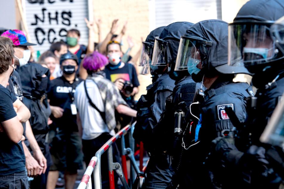 """Polizist nach """"Syndikat""""-Räumung verletzt: 4000 Euro Belohnung ausgelobt!"""