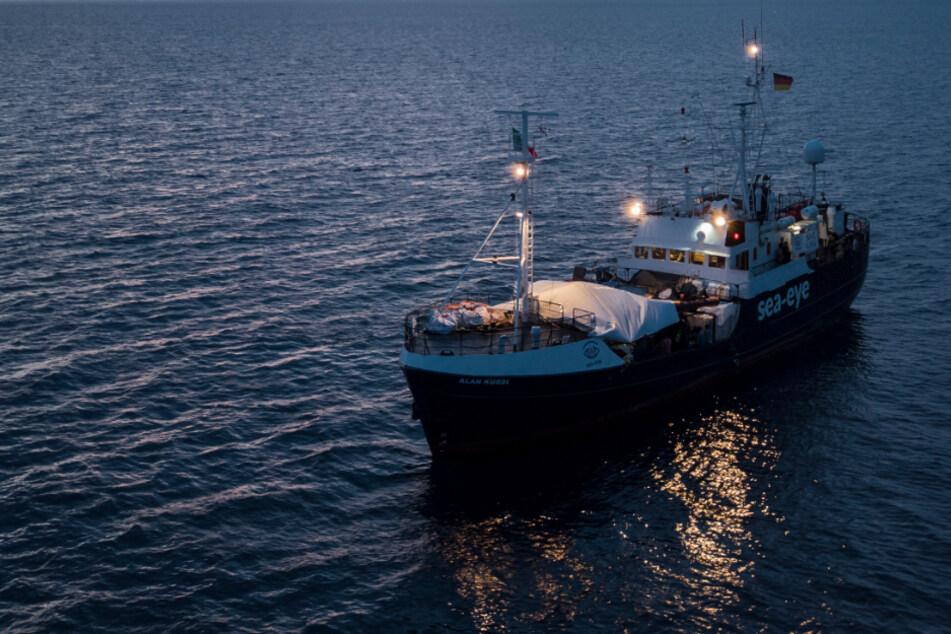 Sea-Eye rettet 150 Migranten: Vorräte werden knapp, Italien will wegen Corona nicht helfen