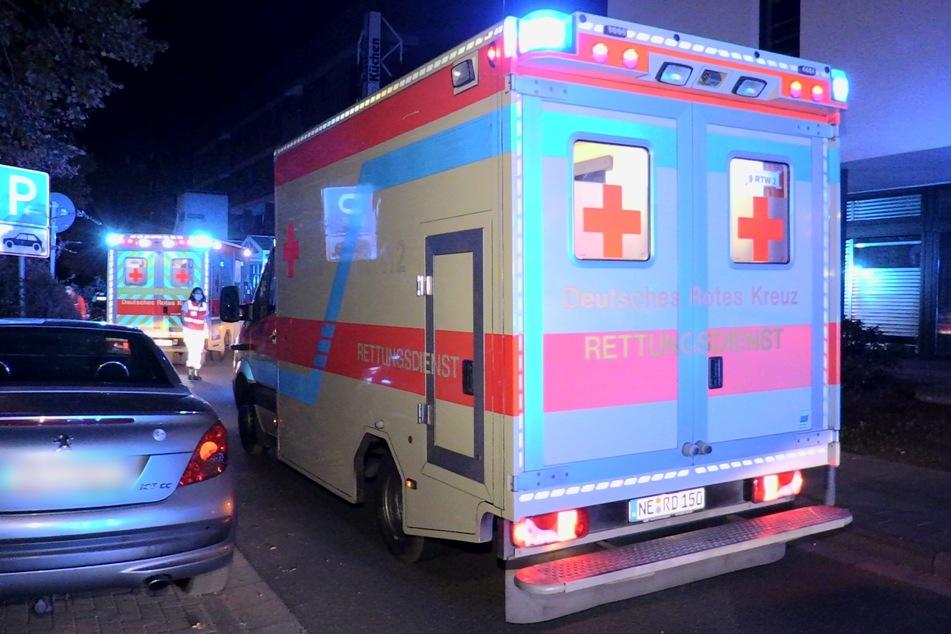 Unfall in Neuss: Wagen crasht in geparkte Autos