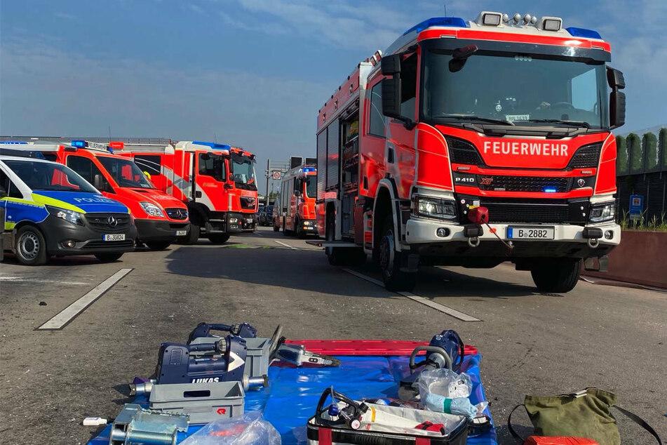 Berlin: Toter und Schwerverletzter nach heftigem Lkw-Crash auf A113