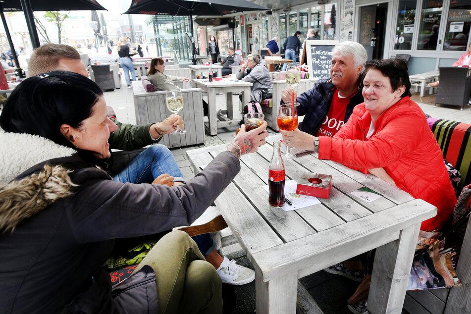 In zahlreichen Gebieten in Nordrhein-Westfalen, wie in Mülheim an der Ruhr, sind Besuche der Außengastronomie wieder erlaubt.