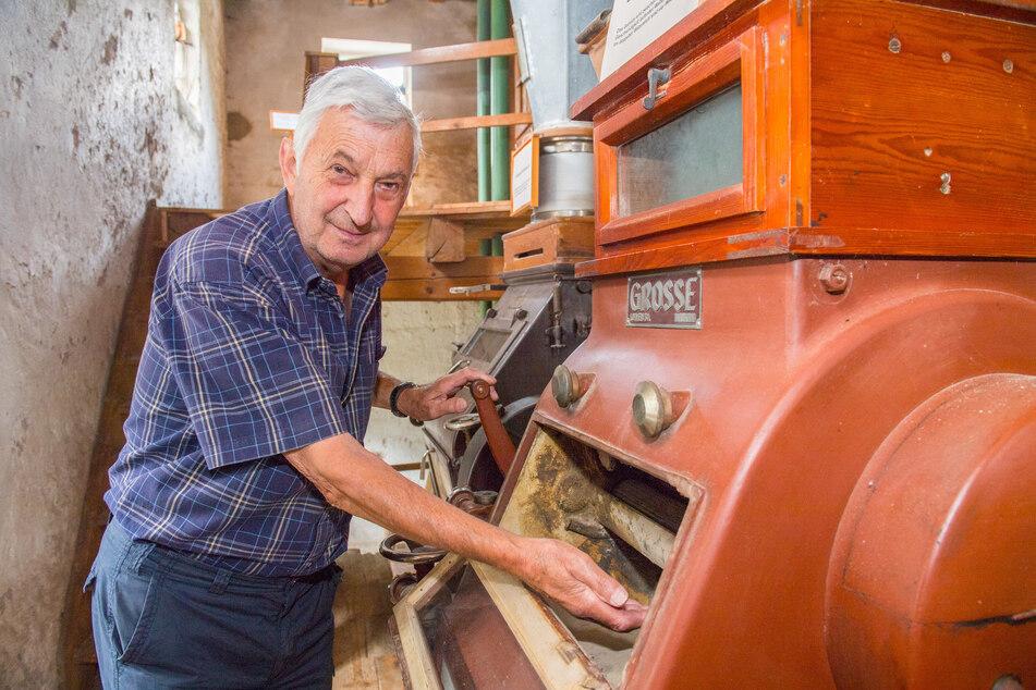 Mühlen-Besitzer Claus Hachelberg (76) ist Müller-Sohn und wohnt in einem Nebengebäude. Er will die Herrenmühle verkaufen.