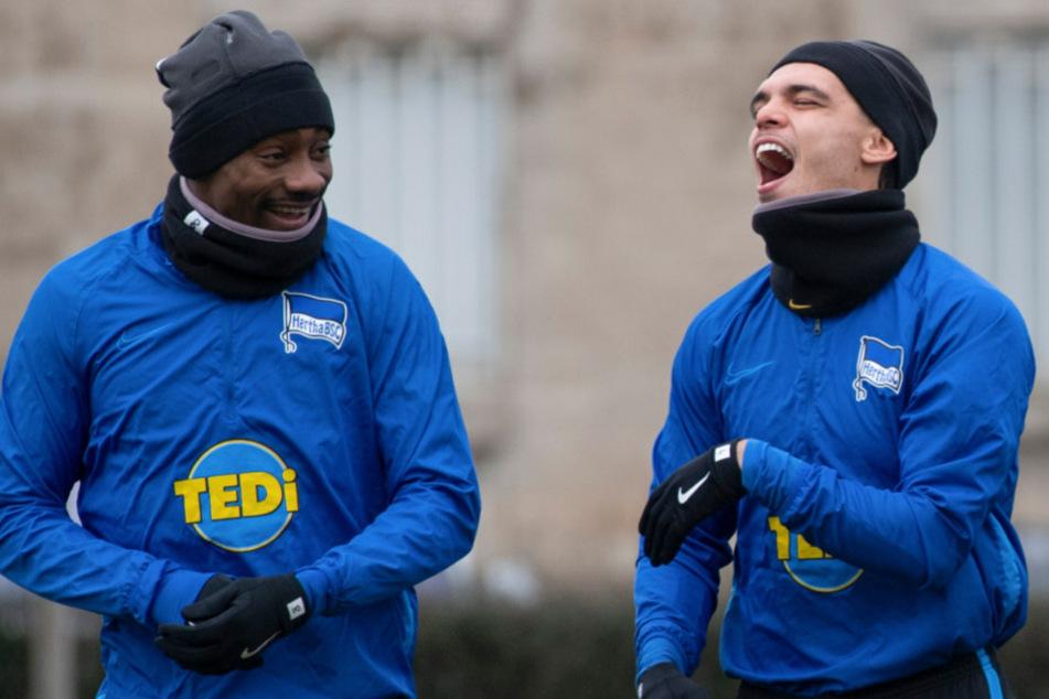Salomon Kalou und Karim Rekik auf dem Weg zum Training.