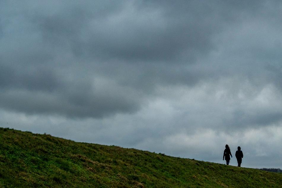 Das Wochenende in Hamburg und Schleswig-Holstein wird ungemütlich mit Regen und Wind. (Symbolfoto)